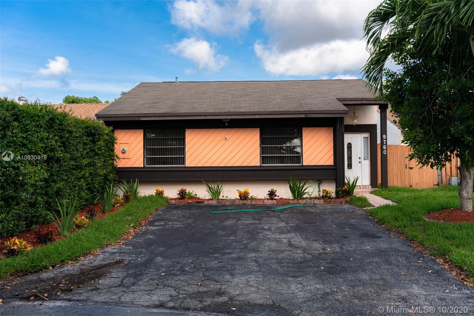9760 SW 148th Ave  For Sale A10930418, FL