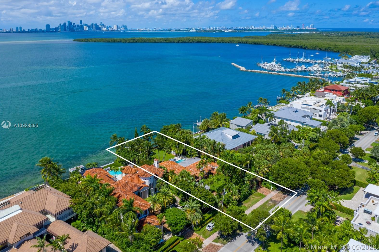 290  Harbor Dr  For Sale A10928355, FL