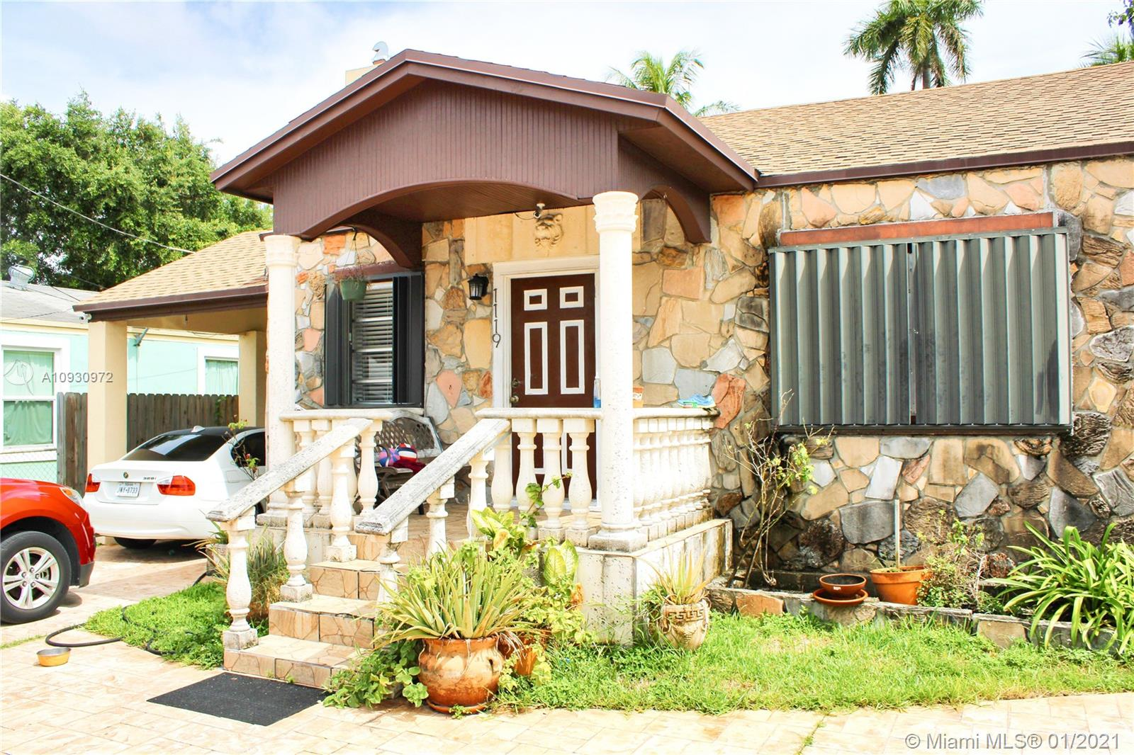 1119 NW 27th St  For Sale A10930972, FL