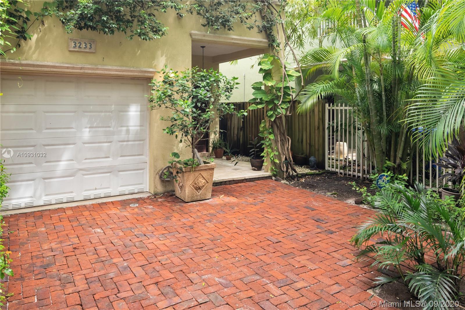 3233  Gifford Ln #3233 For Sale A10931032, FL