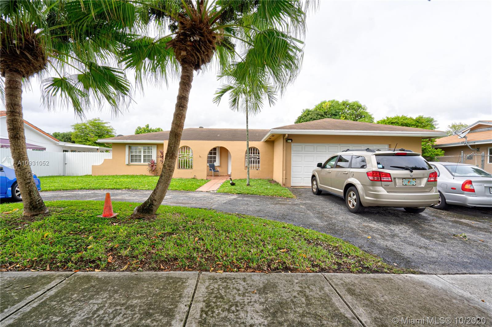 4922 SW 140th Ave  For Sale A10931052, FL