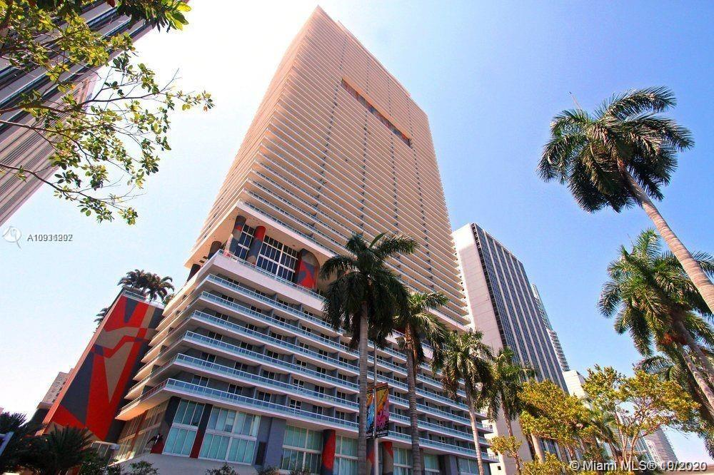 Live in the center of Miami in one of the best buildings. Unit features beautiful laminate flooring throughout. Italian kitchen with stainless steel appliances and amazing views of Miami. 50 Biscayne Condo offers luxury living boasting and amazing pool deck with cabanas, gymnasium, spa and more! Location Location Locaiton, across form Bayfront Park, walk to Whole Foods, take metro move to Brickell Cite Center and more!