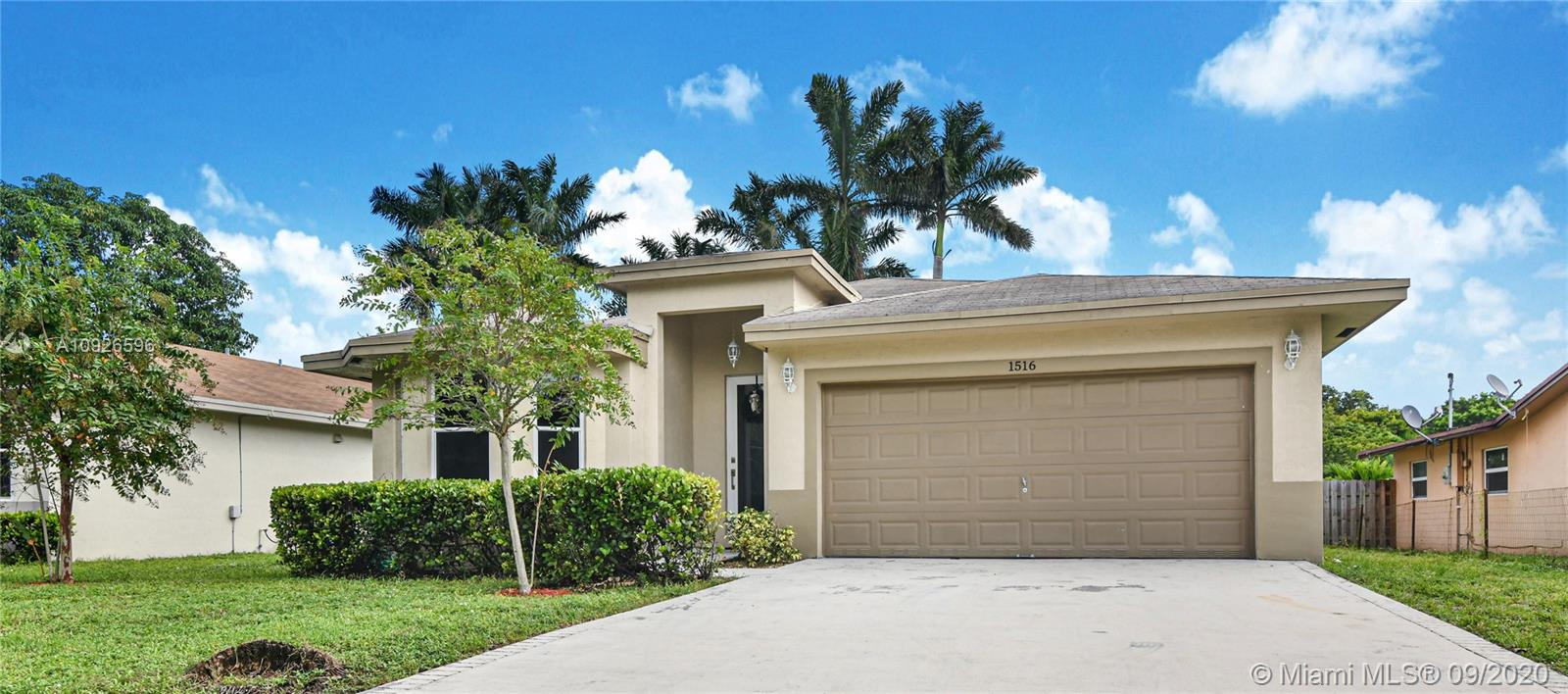 1516 SW 29th Ter  For Sale A10926596, FL