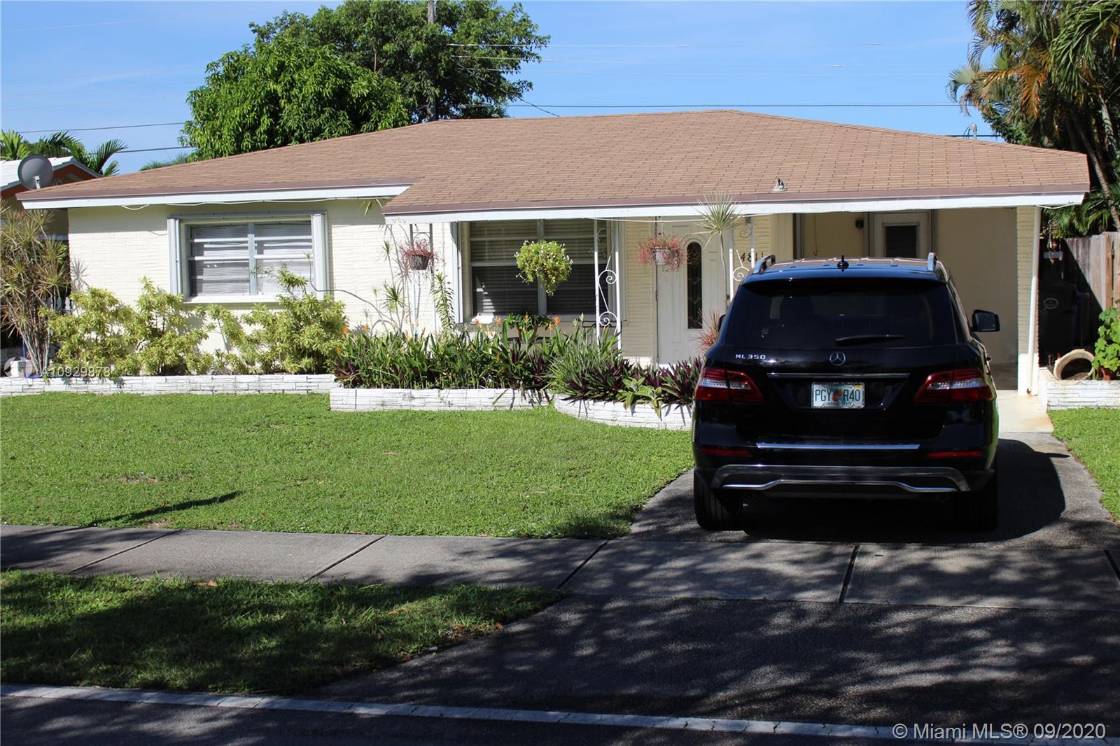 2/1 Single family home located in the Hot North Andrews Garden neighborhood. Central to everything. 5-10 min from beaches, restaurants and shopping. Large yard. Ready to move in or continue rent with long term current tenant of $1425/month. Priced to sell!