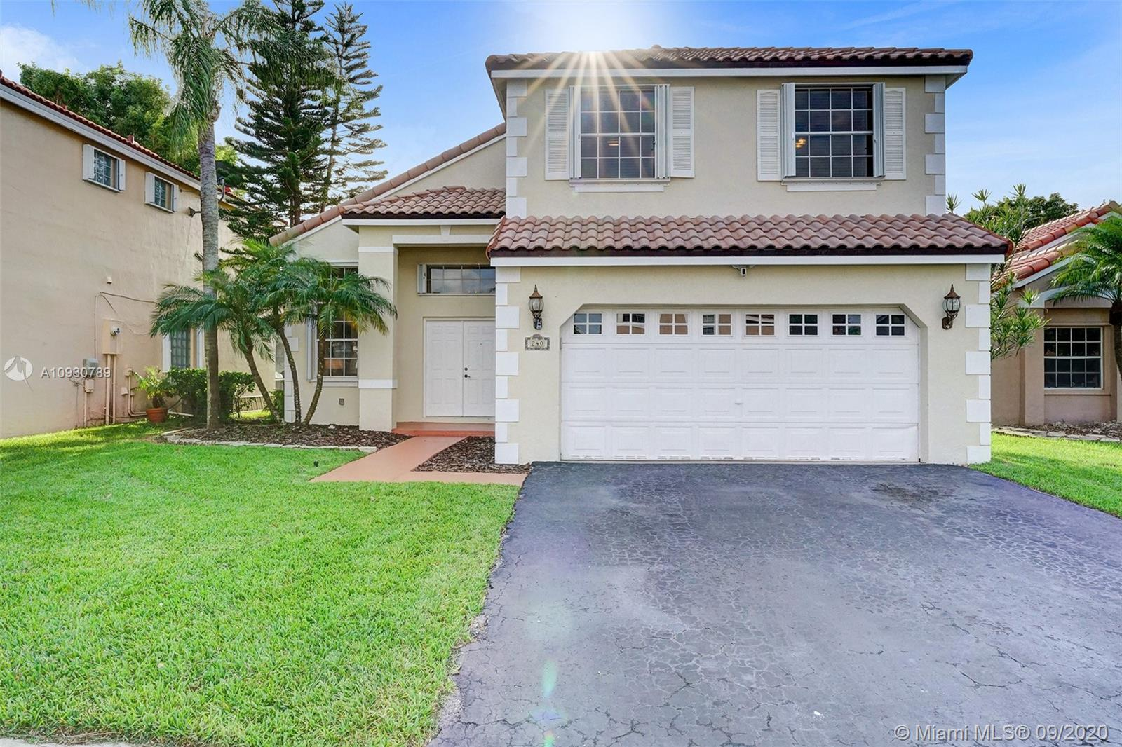 240  Somerset Way  For Sale A10930789, FL
