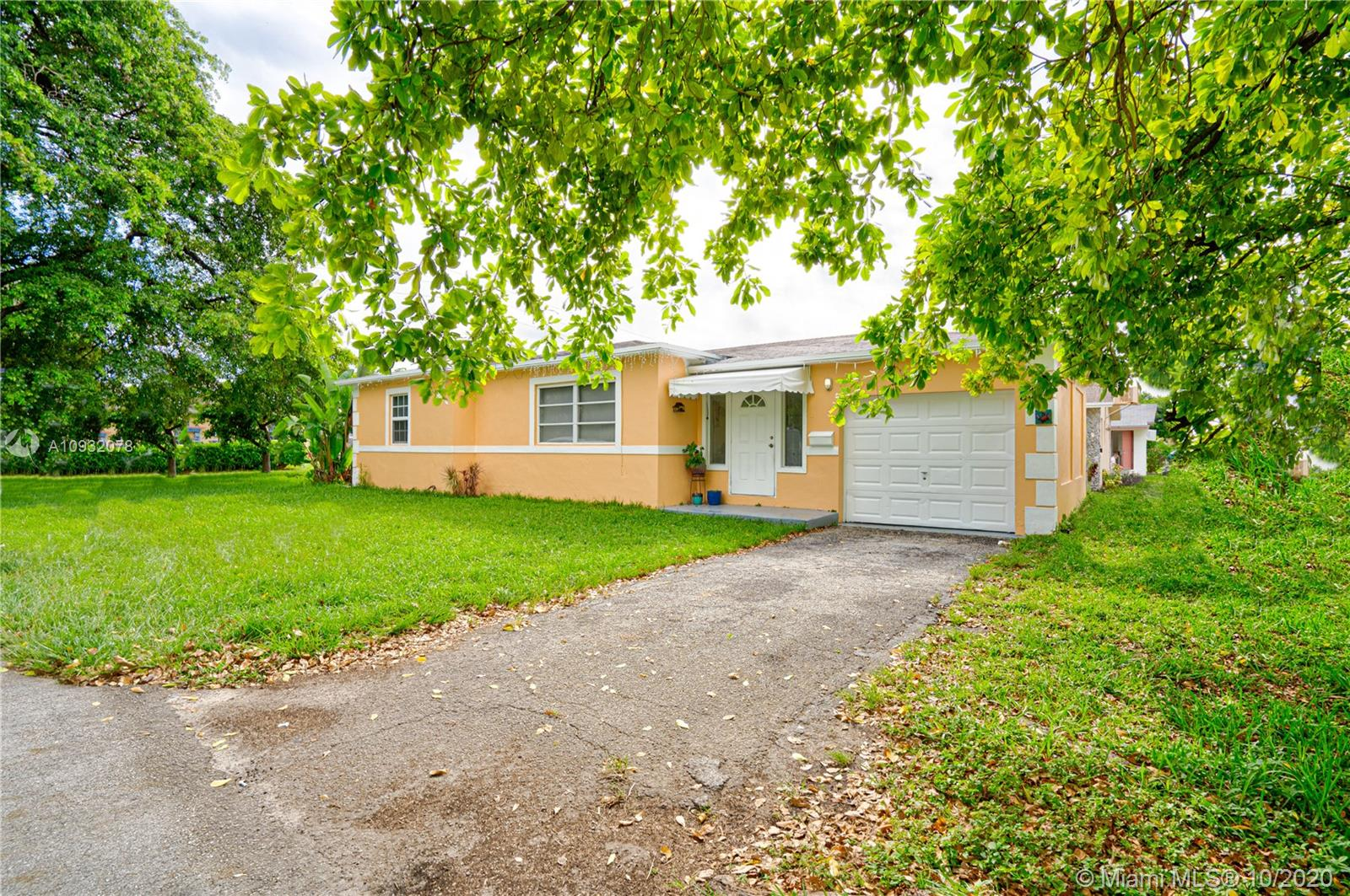 1824 N 23rd Ave  For Sale A10932078, FL