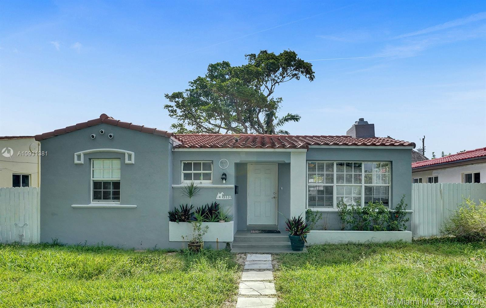 1340  Normandy Drive  For Sale A10931381, FL