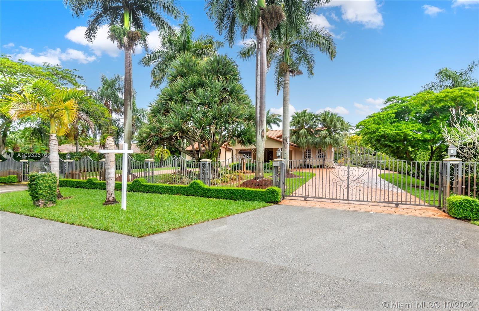 410 SW 128th Ave  For Sale A10932576, FL