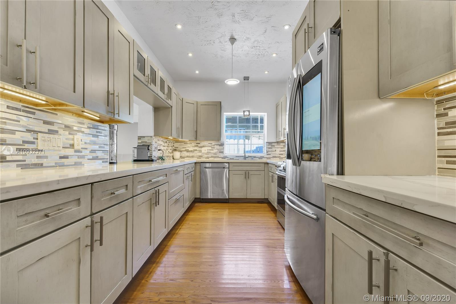 3144  Royal Palm Ave  For Sale A10932371, FL