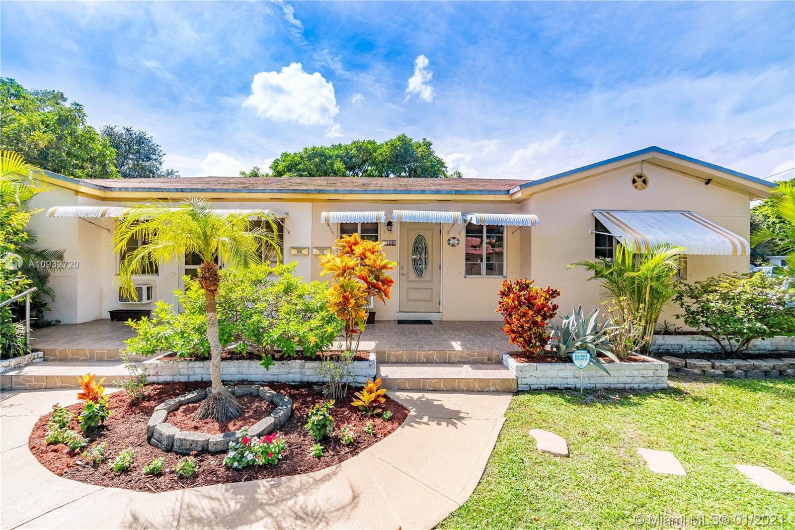 1120 N 19th Ave  For Sale A10932720, FL