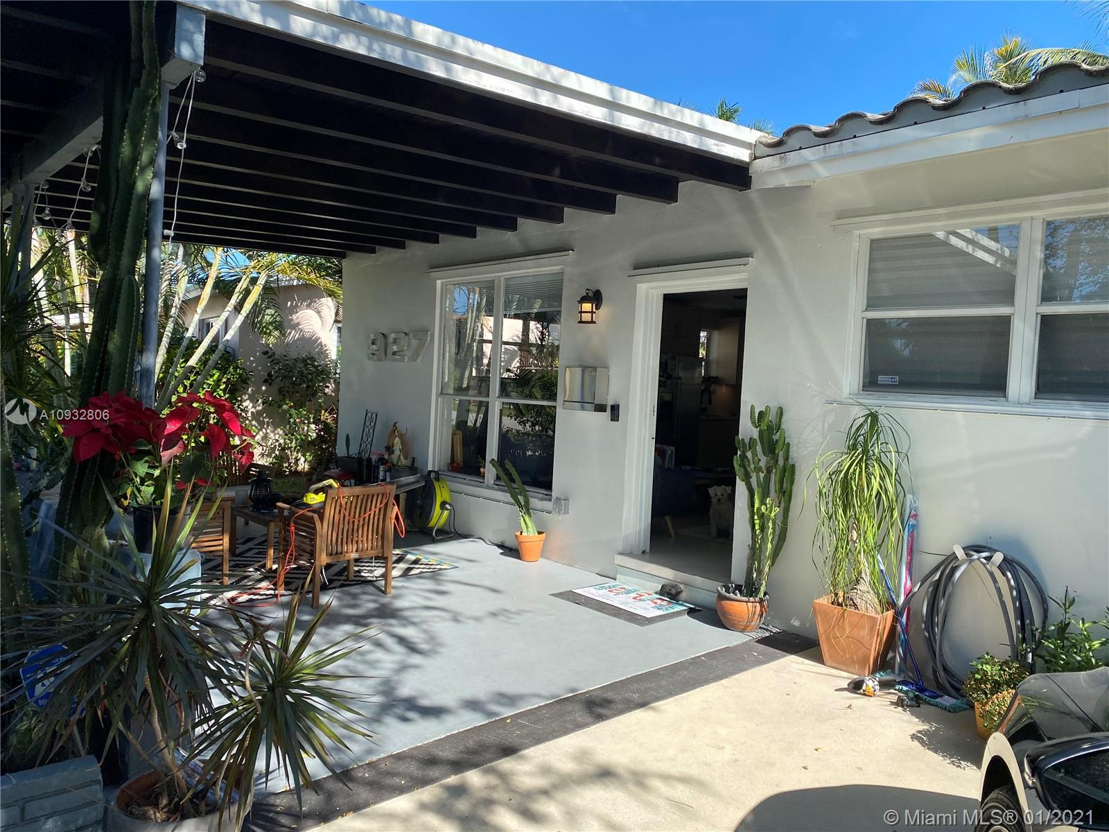 927 N 14th Ave  For Sale A10932806, FL