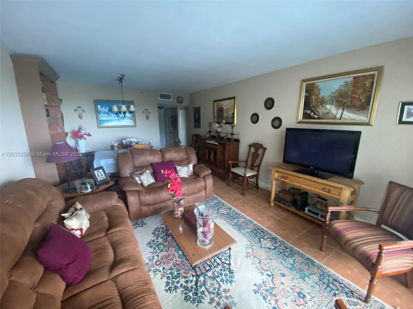 2301  Collins Ave #525 For Sale A10933255, FL