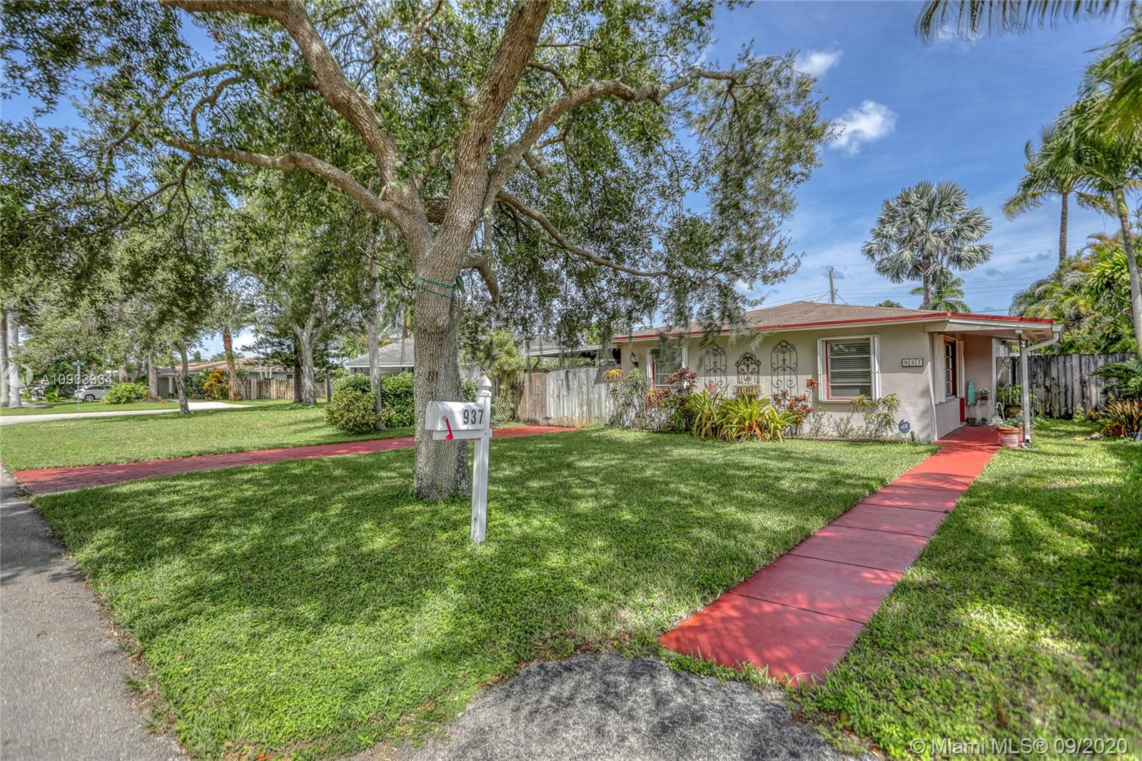 937 N 32nd Ave  For Sale A10933334, FL