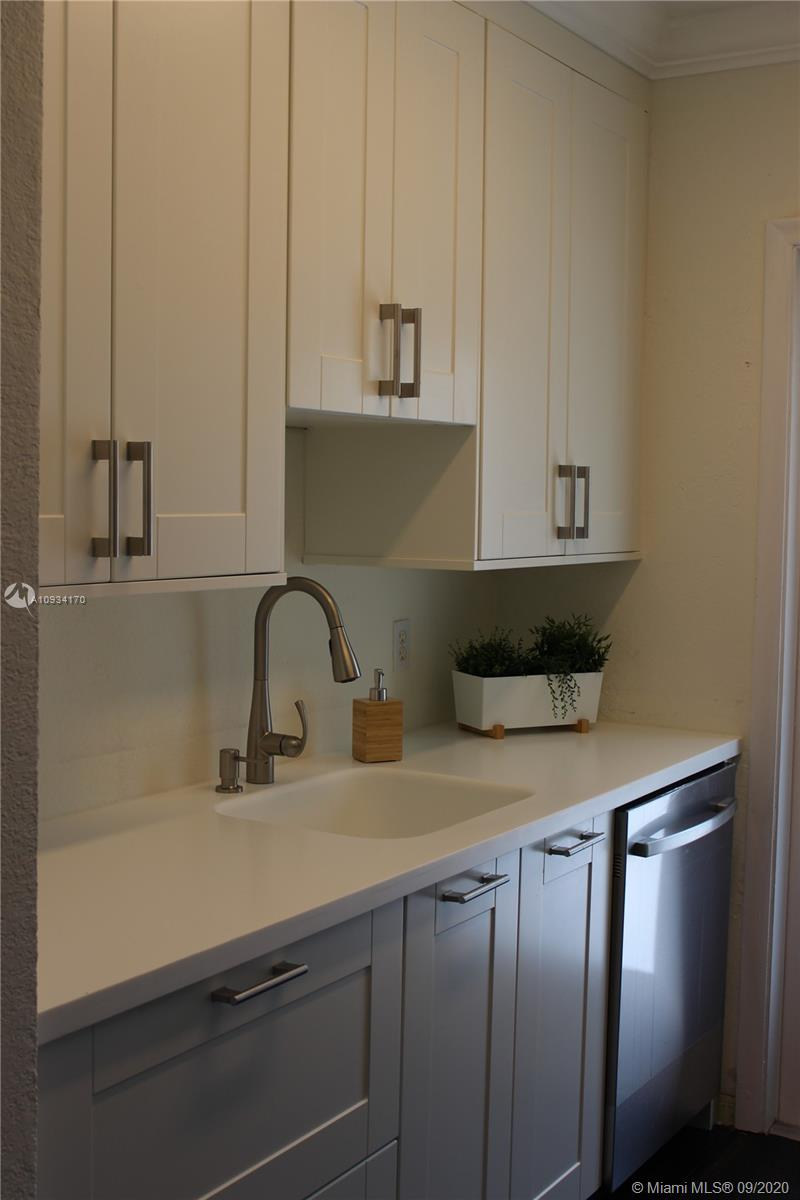 21  Edgewater Dr #203 For Sale A10934170, FL
