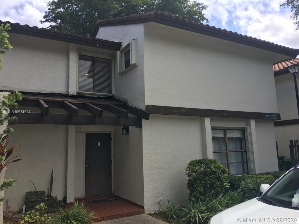 Great Unit in impecable conditions totally renovated 2/2.5  townhouse with both bedrooms upstairs . located in the crossings , near to malls , supermarket across the street walking distance thru the back patio and fence , master bed with balcony