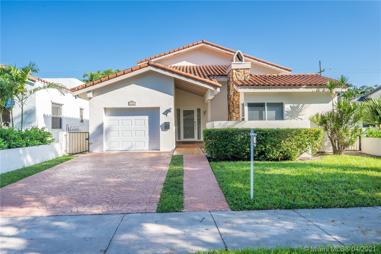 1127  Venetia Ave  For Sale A10932507, FL
