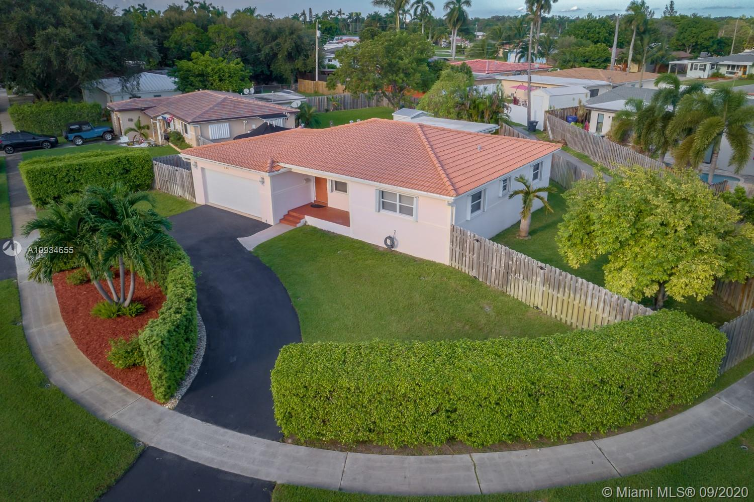 101 N 32nd Ave  For Sale A10934655, FL