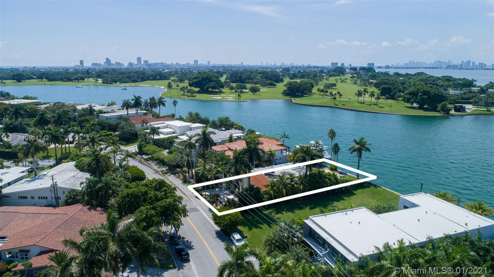 9520 W Broadview Dr  For Sale A10934742, FL