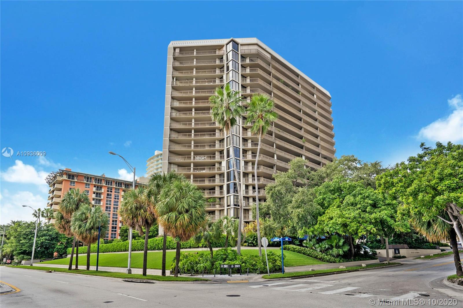 "Best deal for a large unit with huge balconies in Yacht Harbor. Great building in the heart of Coconut Grove, close to marinas, restaurants and shops. Unit is a ""blank canvas"" ready to be decorated to your taste to become the unit of your dreams. Amenities in Yacht Harbor include: pool, gym, 2 tennis courts, and a library."