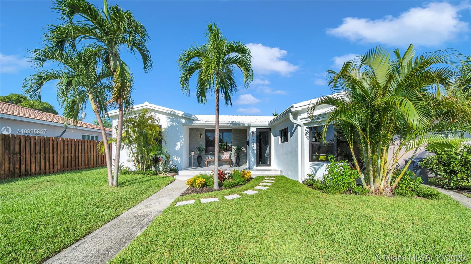 7532  Hispanola Ave  For Sale A10935847, FL