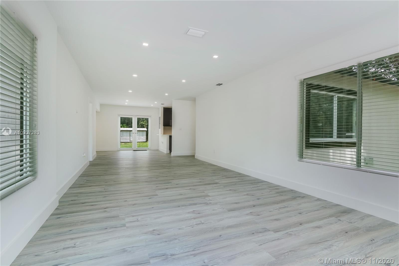 5855 SW 46th Ter  For Sale A10937283, FL