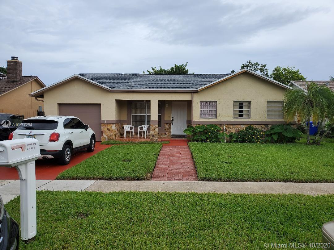 THIS BEAUTIFUL TOTALLY UPGRADED POOL HOUSE, FEATURES 3BED/2BATH, FLORIDA ROOM, TERRACE, KITCHEN WITH STAINLESS STEEL APPLIANCES, NEW CABINETS, TILES AND CARPET, AND NEW ROOF.