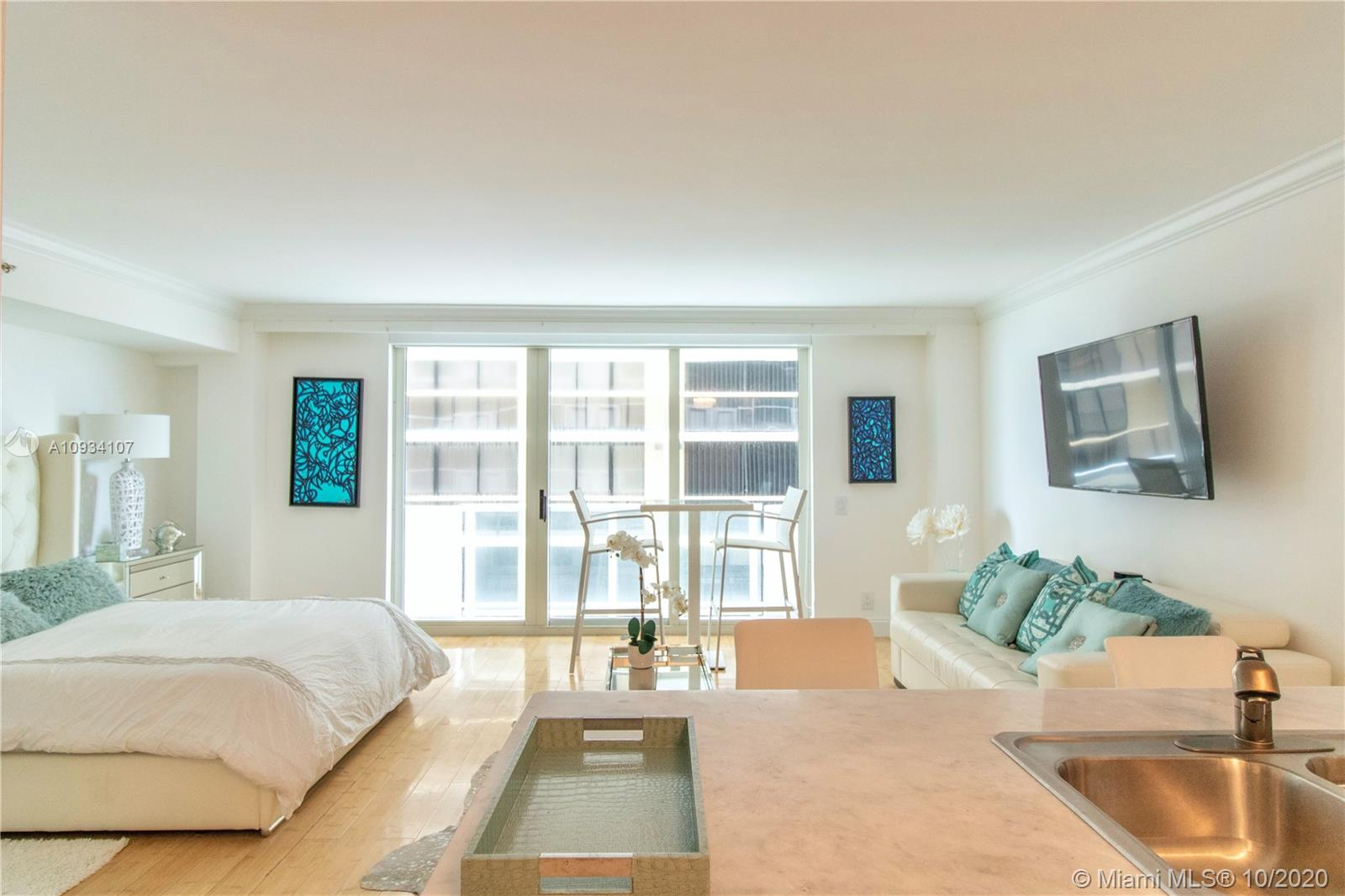 This is the one!!! Come have an ocean life style. Very cozy furnished studio with a modern décor and a huge closet. Available for six months rental only. Washer and dryer inside the unit. 24 Hours security and concierge, gym, pool just few steps to the beach.