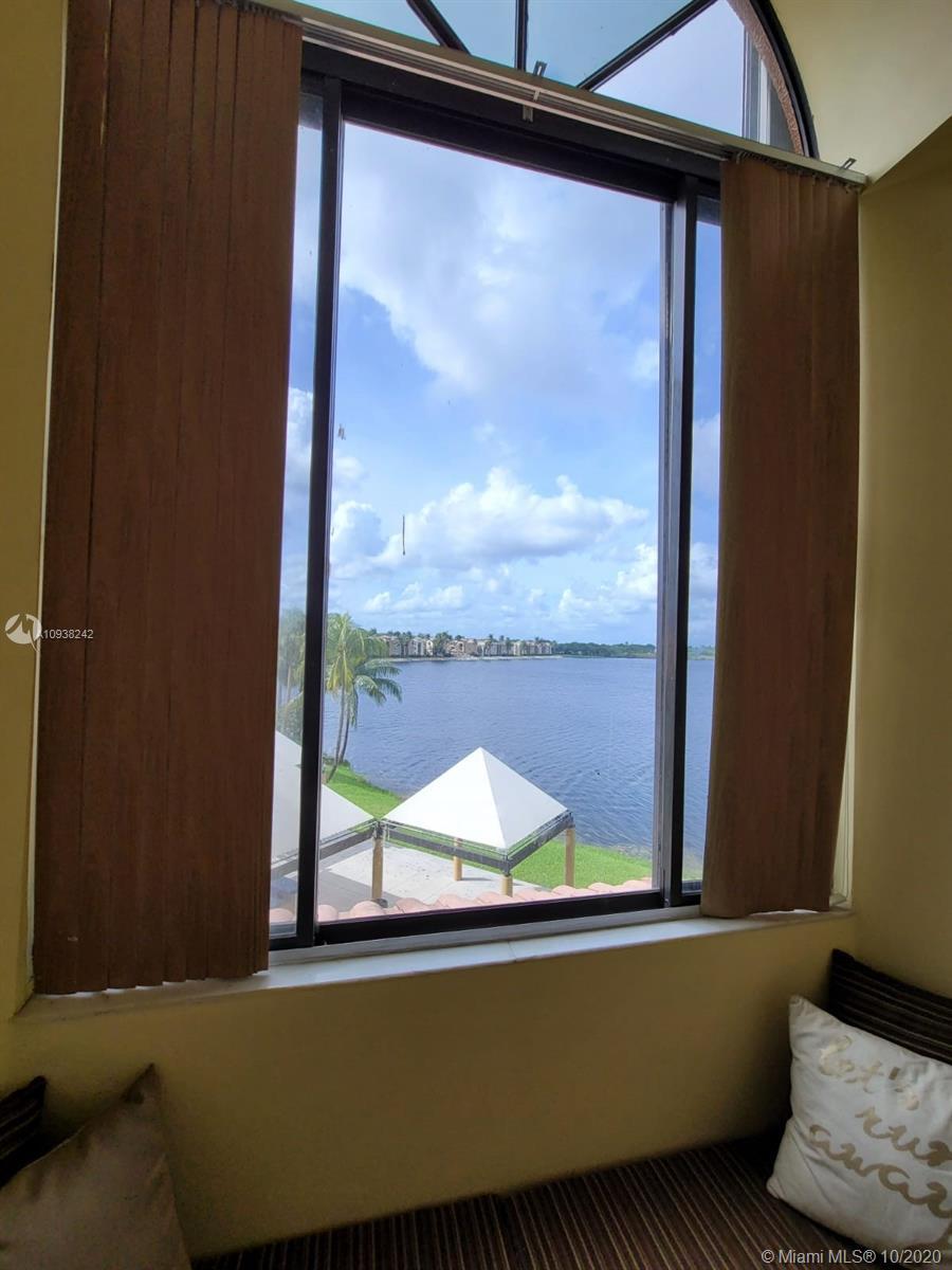 15549 N Miami Lakeway N #306 For Sale A10938242, FL