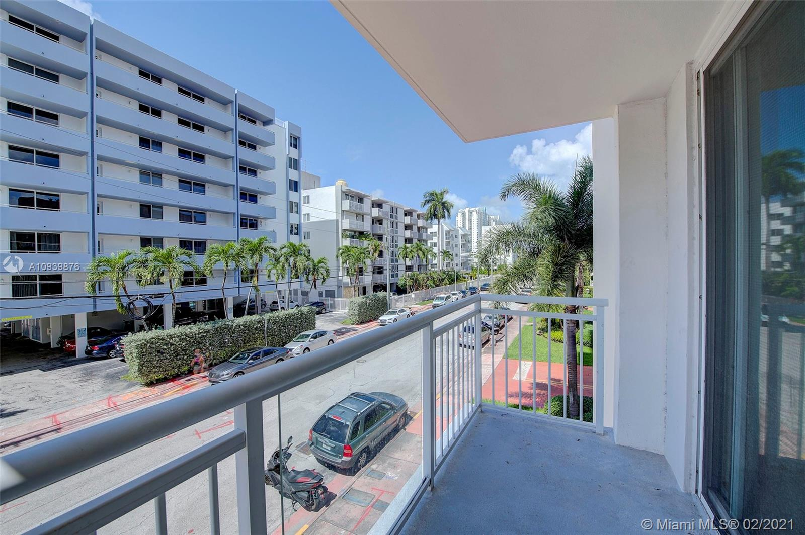1345  Lincoln Rd #301 For Sale A10939876, FL