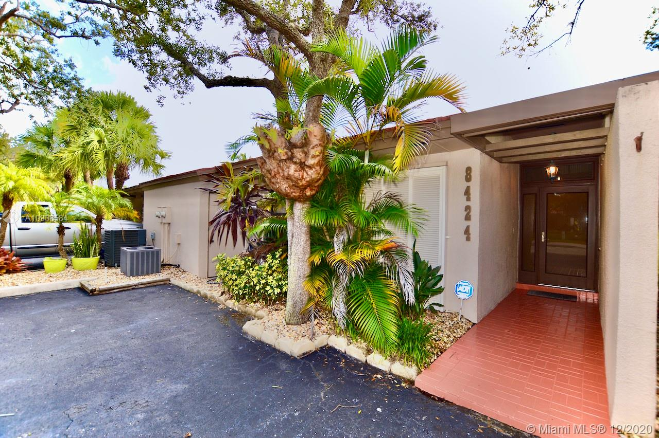 8424  Dundee Ter  For Sale A10938584, FL
