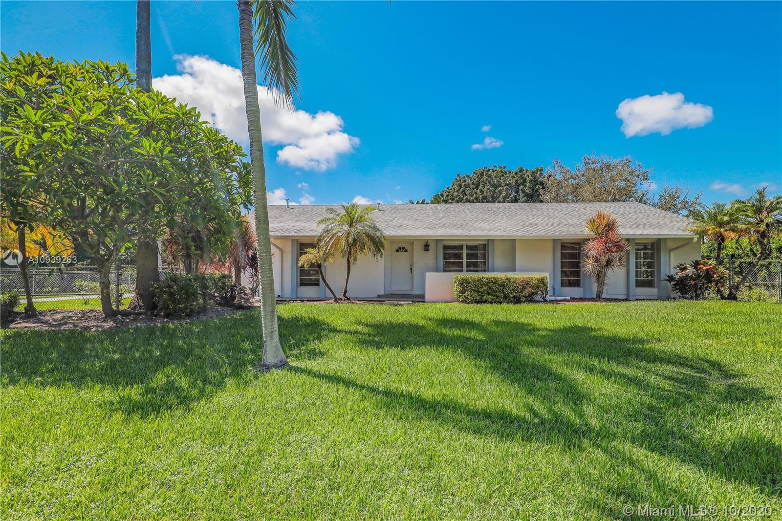 18122 SW 88th Pl  For Sale A10939263, FL