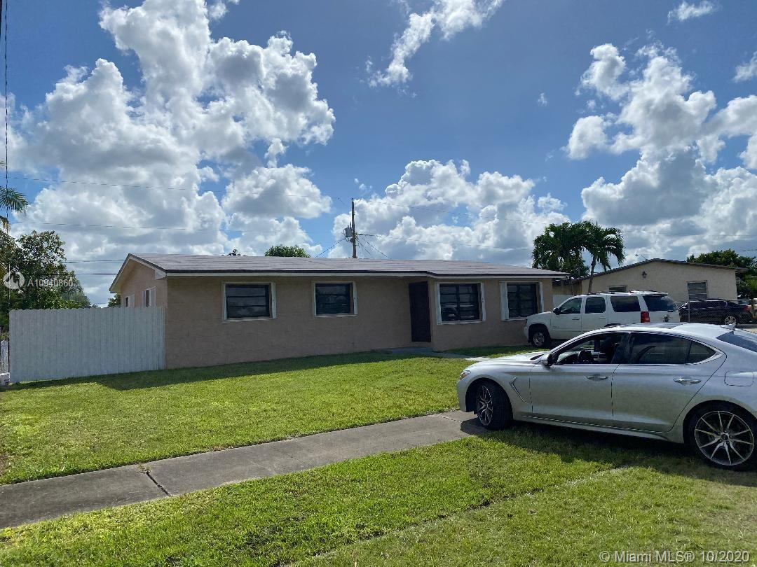 A 3-bedroom /2-bathroom single family home with Tile floor. Kitchen with appliances. A fenced and spacious back yard. It has no association, and ready for a rapid approval. Close to shops, supermarkets, and the Florida Turnpike. Available to show after 11/10/2020.