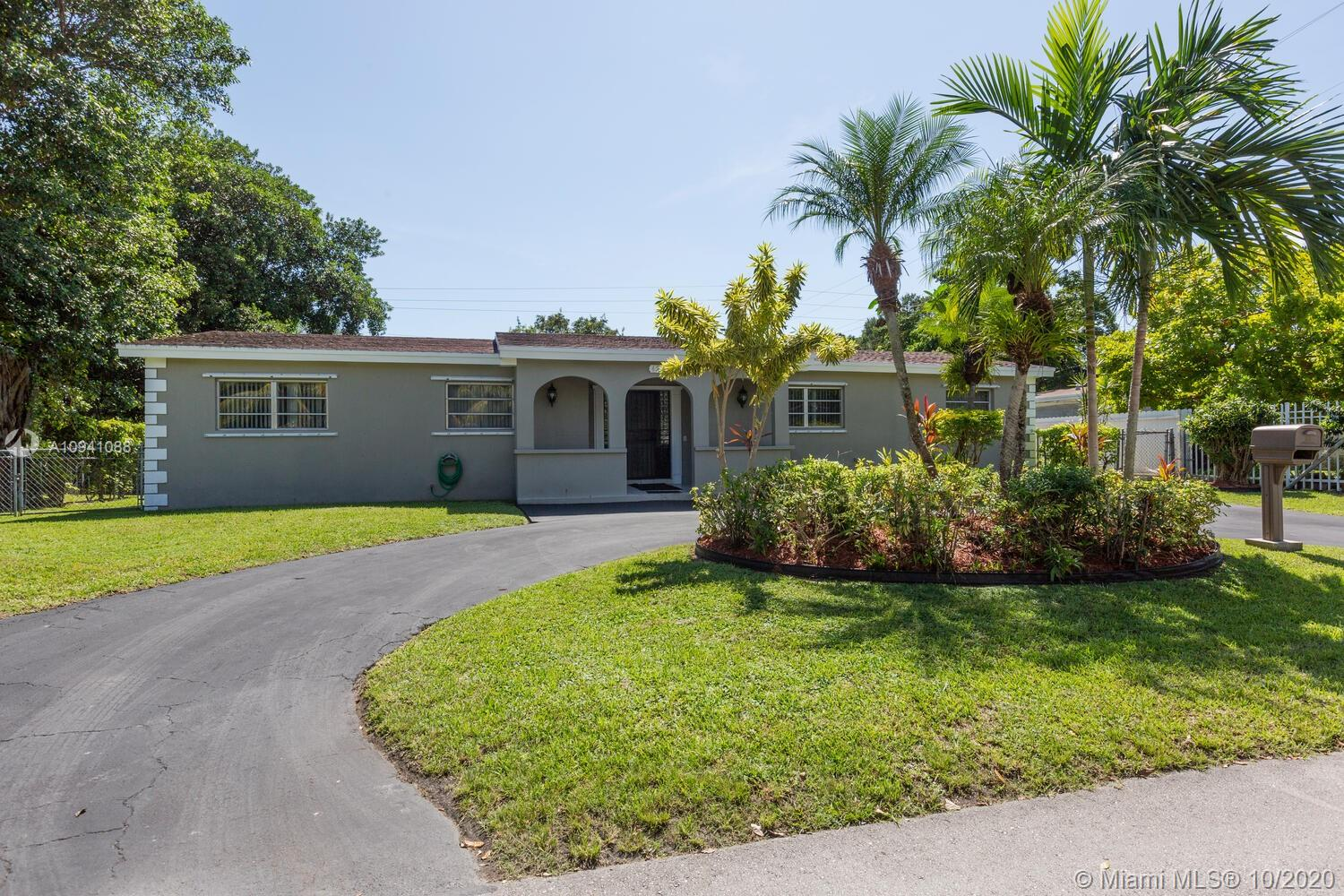 6230 SW 63rd Ter  For Sale A10941088, FL