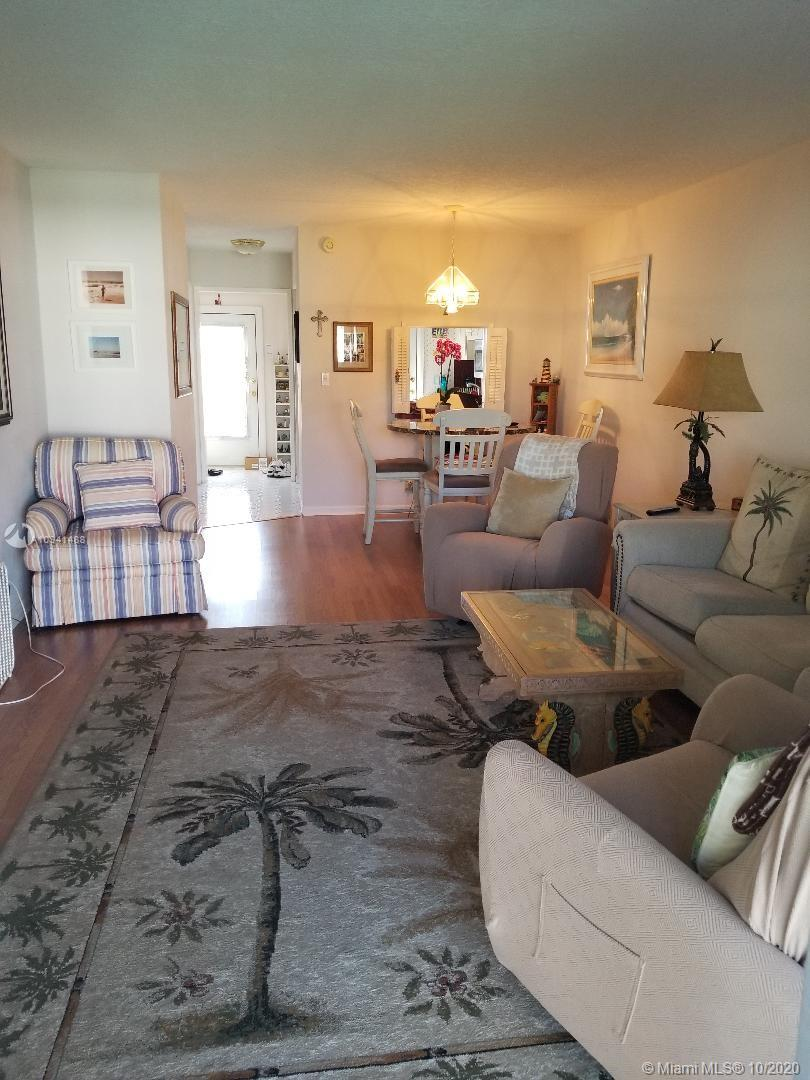 Clean, well maintained unit with nice view of gardens. Social events, 3 miles to Deerfield Beach or Pompano Beach. A couple minutes walk to shopping plaza and supermarket, Staples, restaurants, gym, Dollar store, TJ Max, CVS, Walgreens. police, fire, city hall and library 1 block away. Very safe town, Public bus transportation 1 block. Well maintained community. Gas stations, gyms, doctors and many business nearby.