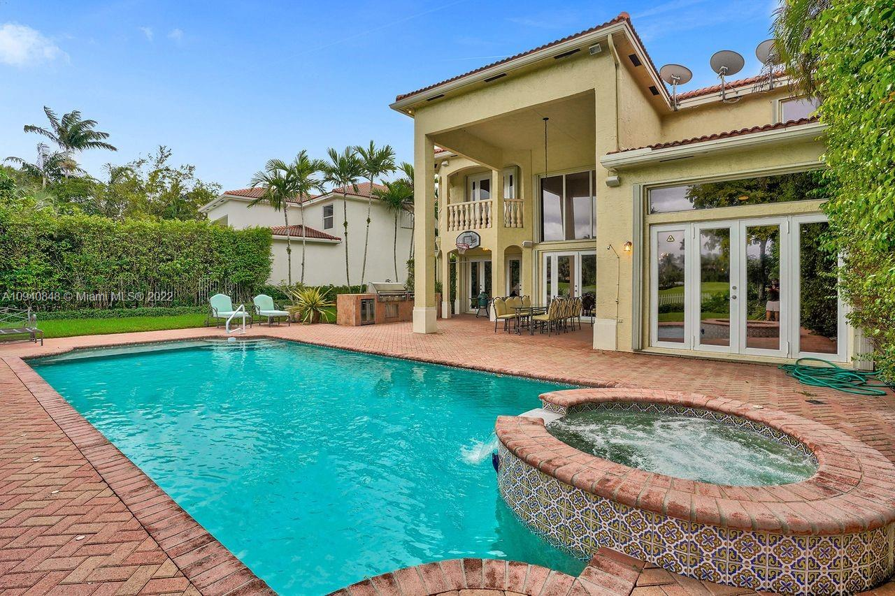 19515  Presidential Way  For Sale A10940848, FL