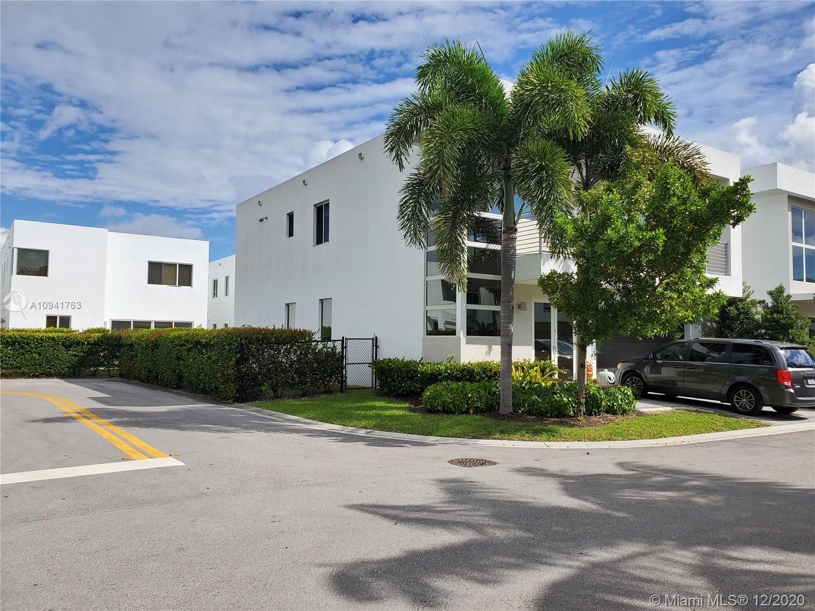 9749 NW 74th Ter #9749 For Sale A10941763, FL