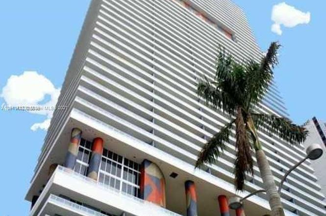 50 Biscayne is a unique residential tower designed by Sieger Suarez with stunning city and water views. This 2-bedroom condominium has 5-star resort amenities, including, 3-story lobby, 2-level club room with kitchen, billiards, and bay views. 50 Biscayne offers an infinity on the 10th floor with cabanas and daybeds, 2-level fitness and spa center that overlooks Biscayne Bay. A meditation and pilates room, plus 24-hour valet and concierge service with assigned parking.