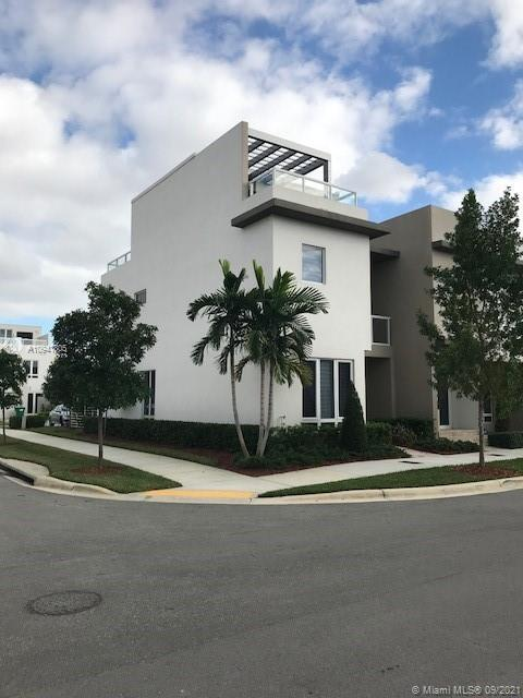 Beautiful 3 story townhouse in Landmark at Doral Community.  4 bed/3.5 bath, garage, family, outdoor kitchen terrace on the roof, perfect for entertainment.