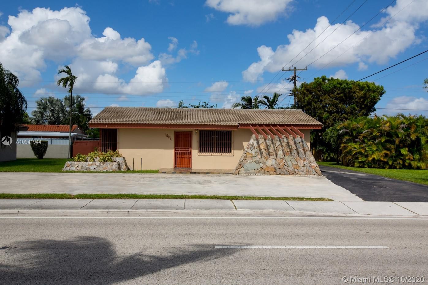 10021 SW 40th St  For Sale A10941944, FL