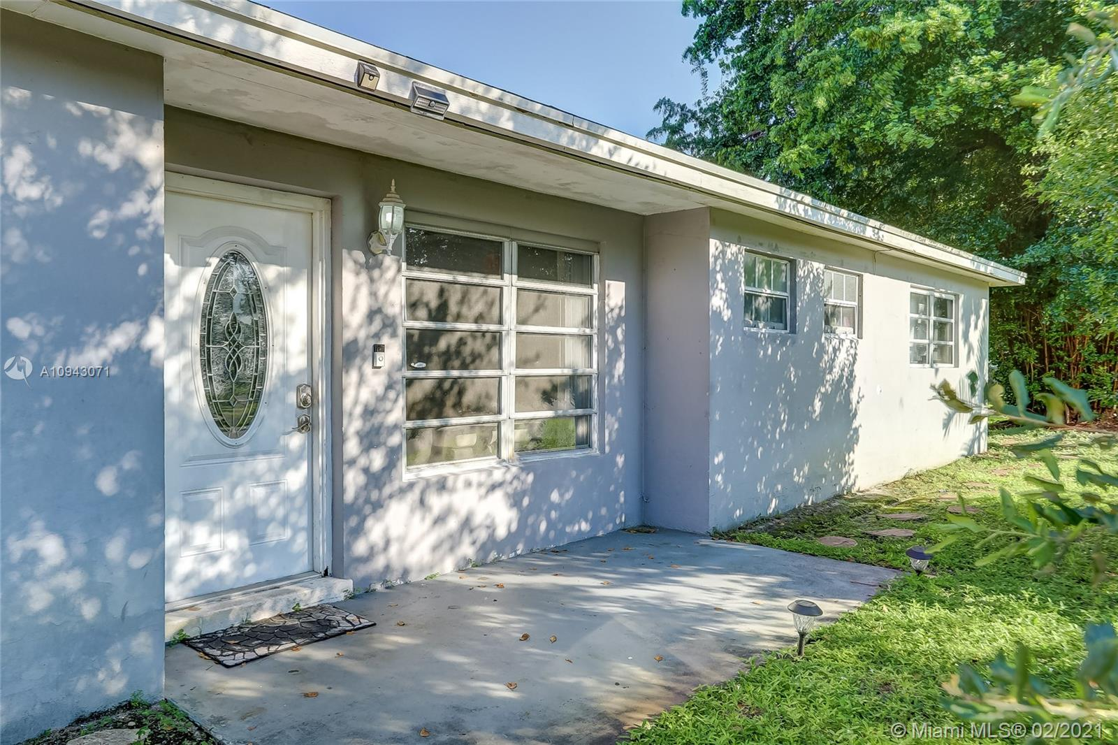AMAZING INVESTOR SPECIAL, CORNER LOT, 4 FULL BEDROOMS / 4 BATHROOMS + DEN WITH NO HOA, BRIGHT SINGLE FAMILY HOME, SPACIOUS PRIVATE GATED BACKYARD, BONUS CARPORT SPACES TO ACCOMODATE 6 CARS! NEW ROOF, TILE AND WOODEN FLOORS THROUGHOUT, WOOD KITCHEN CABINETRY, LARGE LIVING ROOM, SEPARATE DINING AREA, TILED BATHROOMS, SPACIOUS BEDROOMS, PRIVATE BACK ENTRY,  SEPARATE LAUNDRY ROOM, 5 CEILING FANS, PLENTY OF CLOSET SPACE AND SPACIOUS FRONT LOT FOR ADDITIONAL LOUNGING!