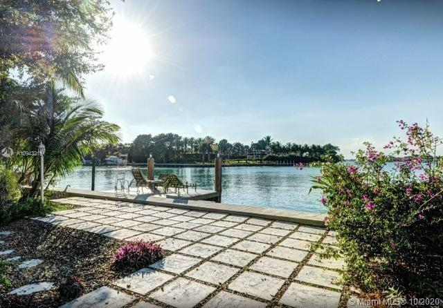 9208  Bay Dr  For Sale A10943215, FL