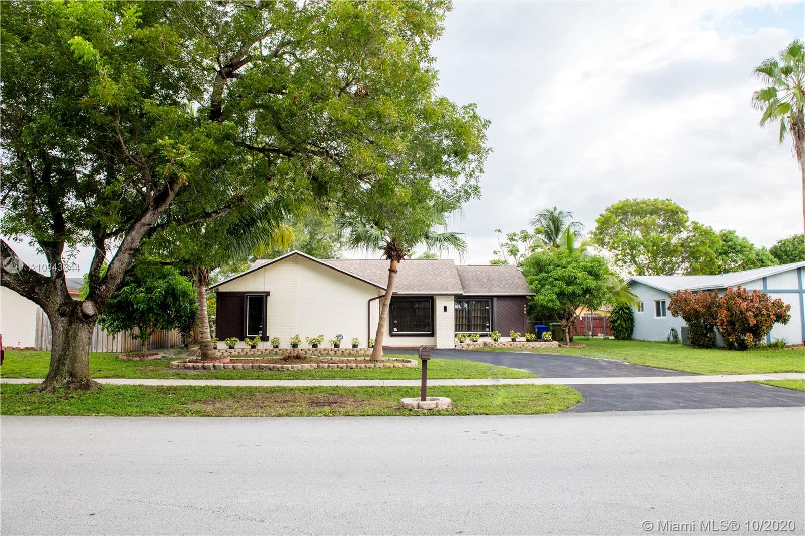 750 NW 86th Ave  For Sale A10943344, FL