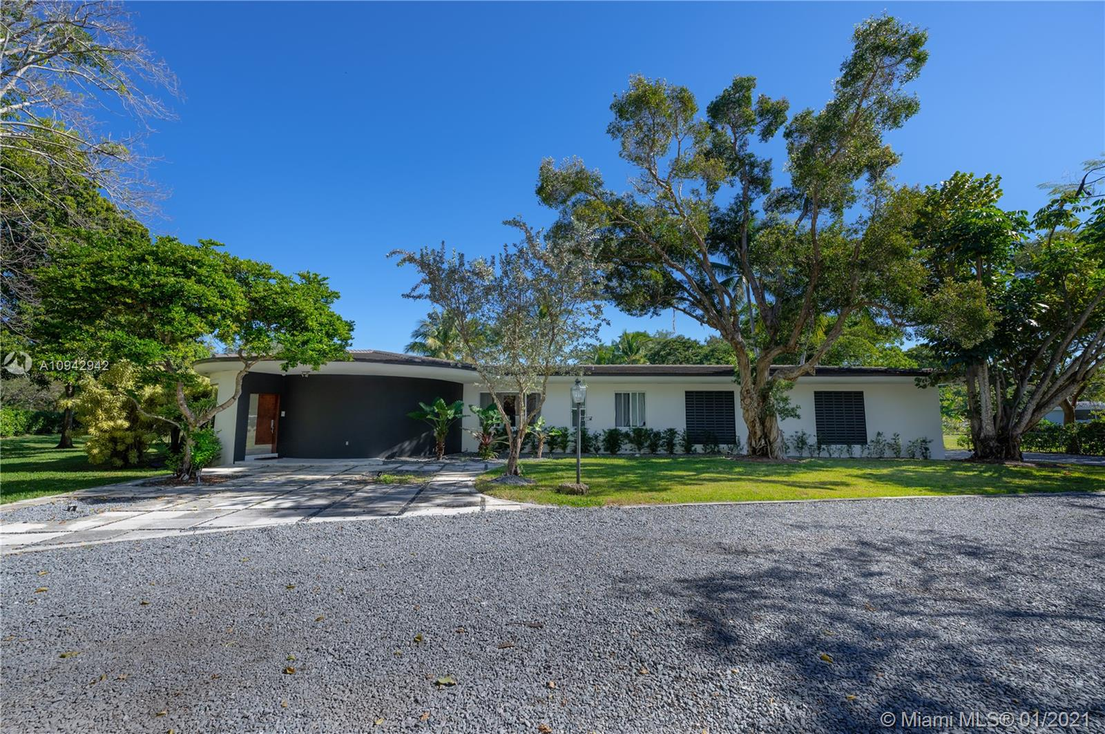 12001  Pine Needle Ln  For Sale A10942942, FL
