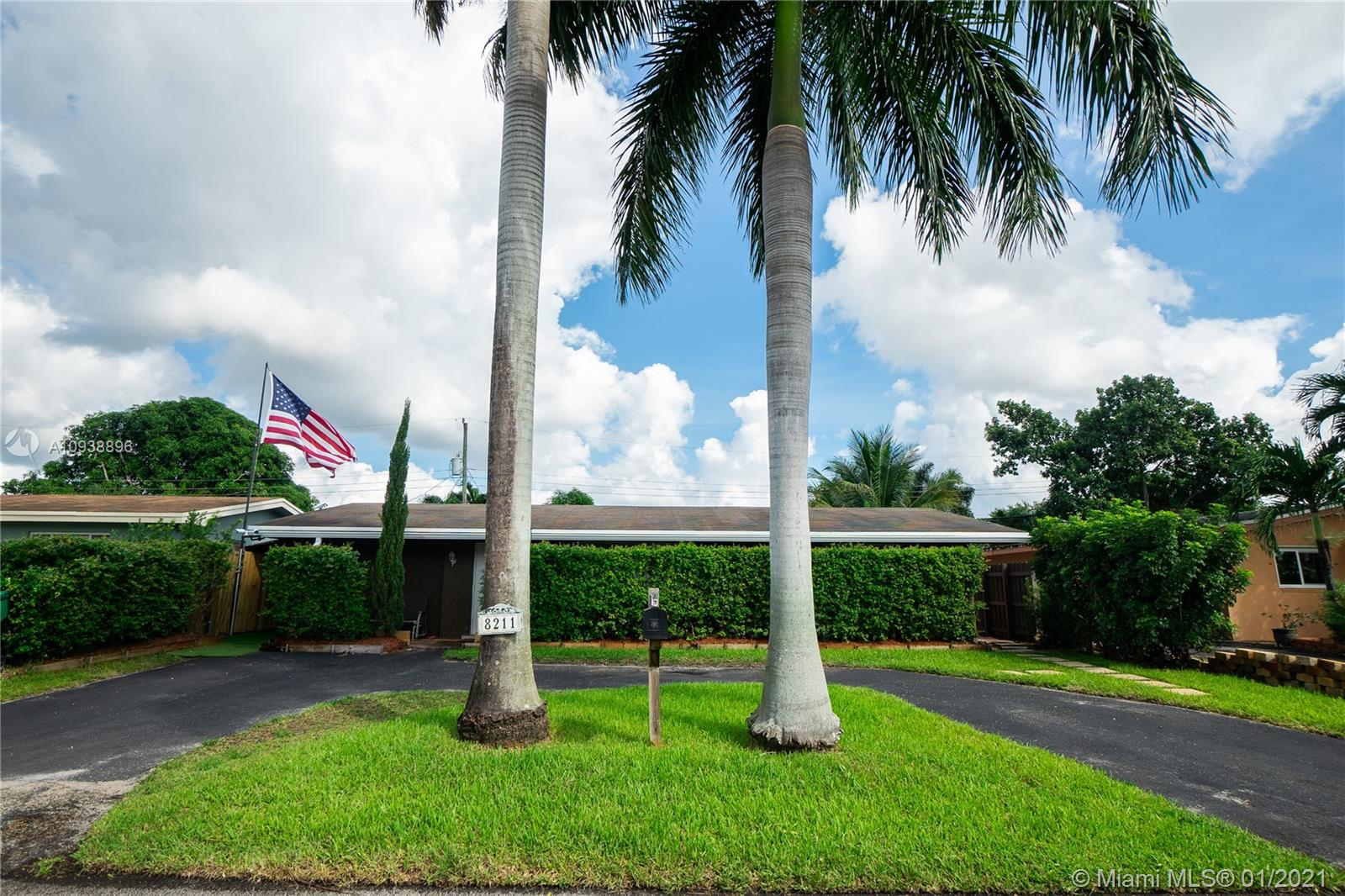 8211 NW 16th St  For Sale A10938896, FL