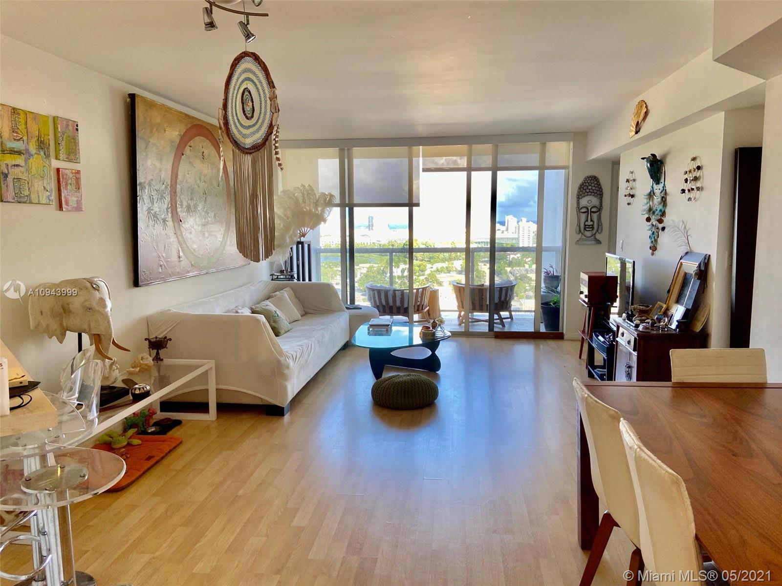 Beautiful corner 2/2 with unobstructed view on West and East side in the hottest neighborhood of  Sunset Harbour. Shops and great restaurants at walking distance. Very Close to Lincoln road ,Wholefoods, Trader Joe's and Fresh Market and Publix. 1 assigned parking. A must see!