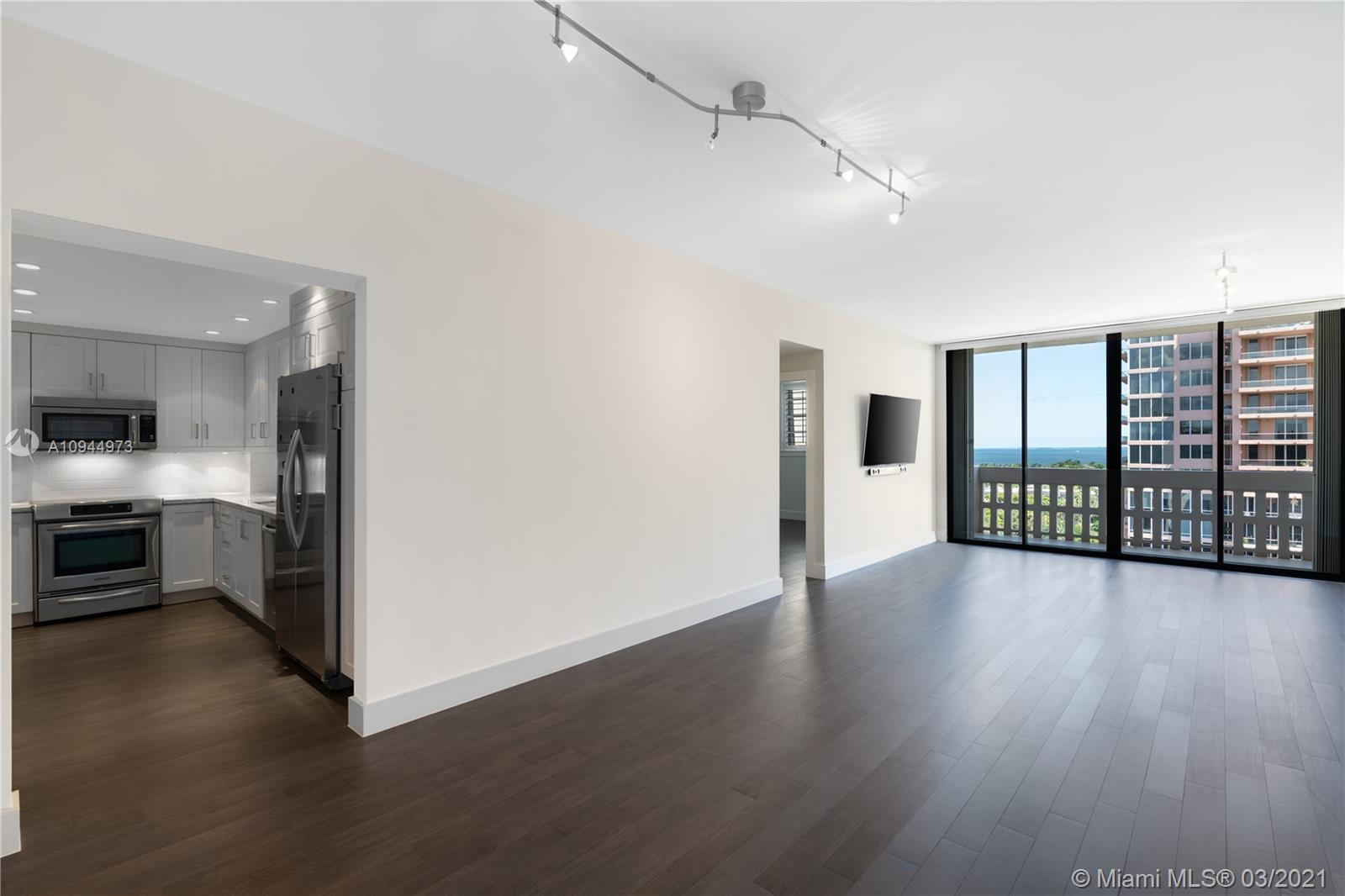 90  Edgewater Dr #PH06 For Sale A10944973, FL