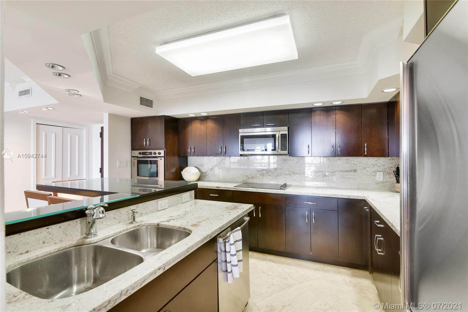 19667  Turnberry Way   12F-1