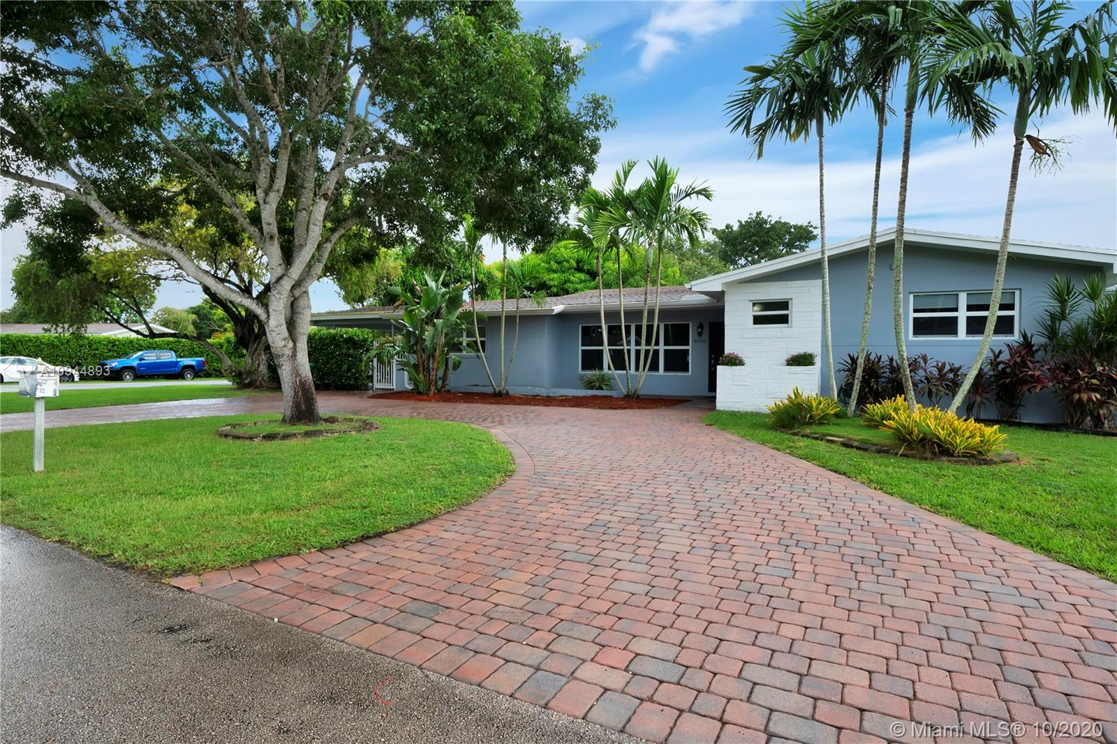 8945 SW 125th Ter  For Sale A10944893, FL