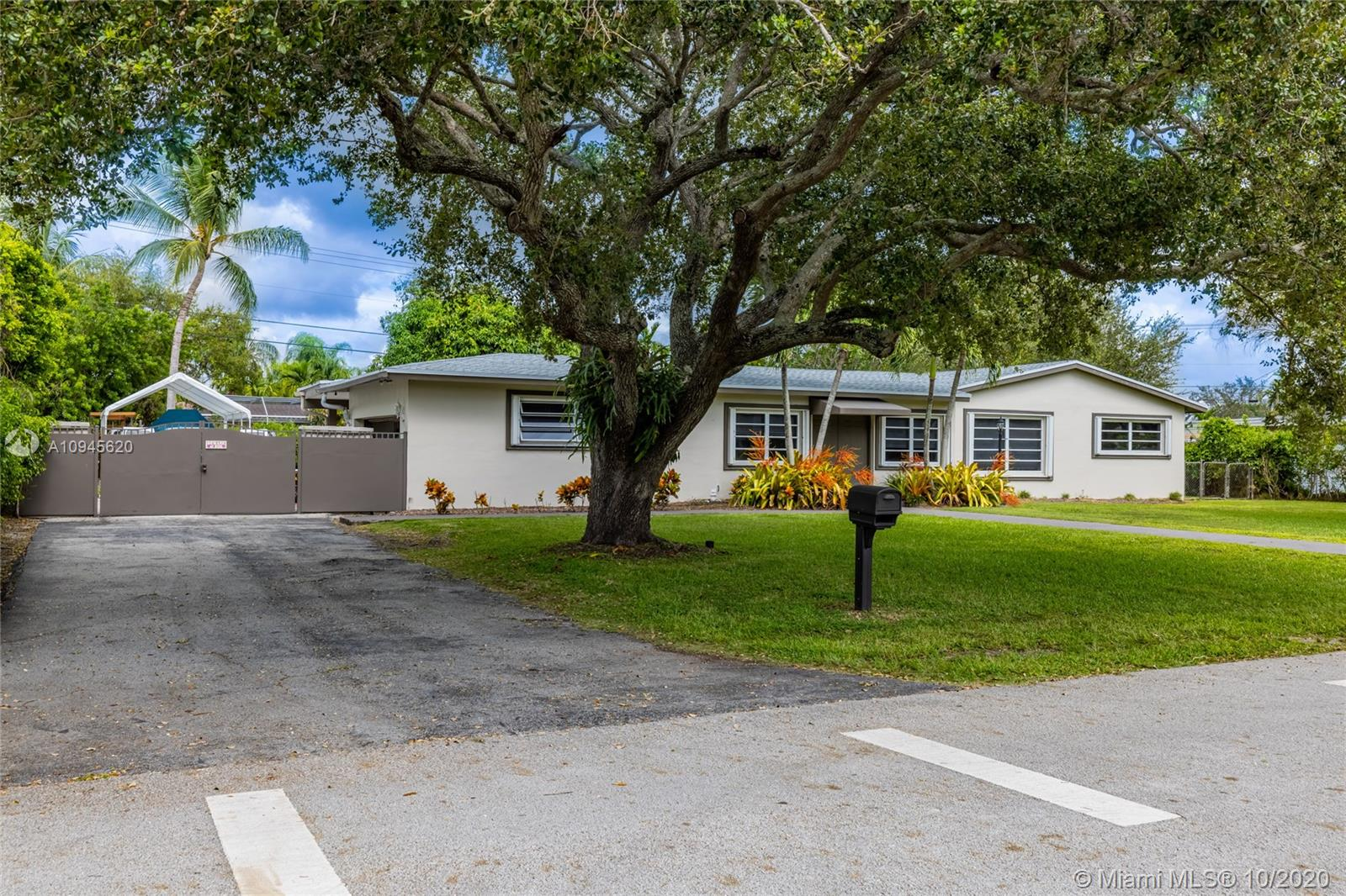 8261 SW 142nd St  For Sale A10945620, FL