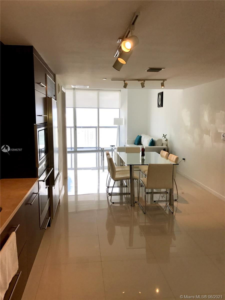 Great opportunity investment! 1bed/1bath high floor, luxury amenities, best restos at the building,stain steel appliances,near to brickell center.great system for rent, available short term. unit rented until October 2021